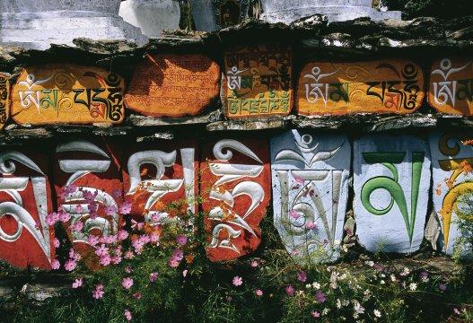 Manimauern im Kloster Tahiding