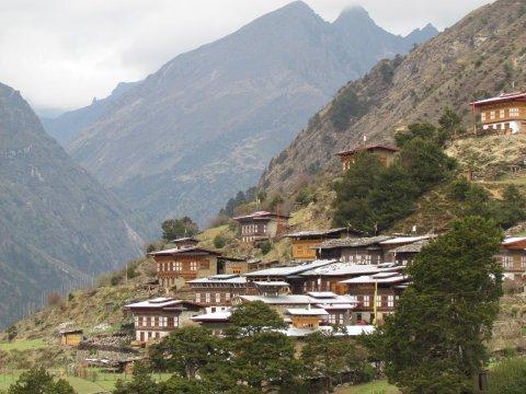 Blick auf das Dorf Laya