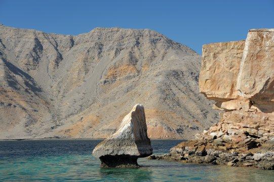 Mussandam, Dhaw-Fahrt, Stein im Wasser