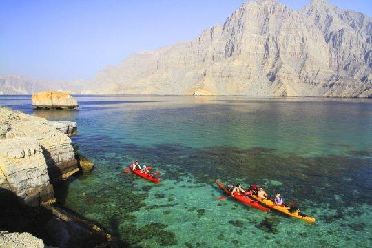 Mit dem Kajak die Küstenwelt Musandams erkunden