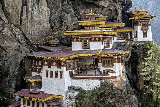 Taktsang zur Puja geschmueckt Bhutan