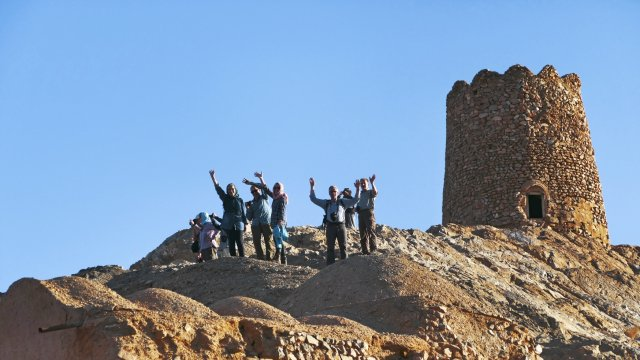 Gruppe vor Turm