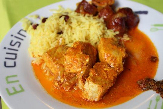 Kreolischer Fish mit Reis und Bohnen
