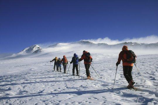 Skiaufstieg Aragats Armenien 03