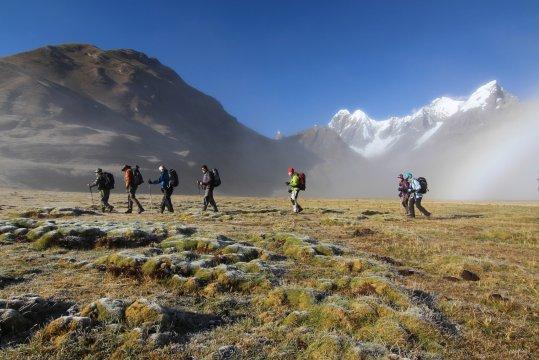 Peru Cordillera Huayhuash Trekking frueh morgens