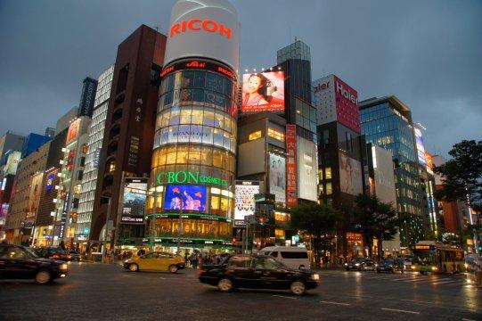 Tokyo Nachts Innenstadt