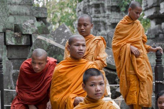 Mönche bei Angkor im Ta Prohm Tempel