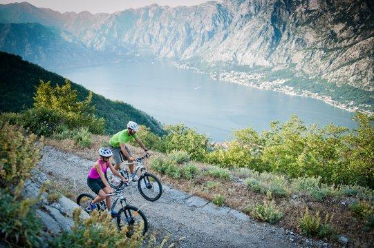 Montenegro-MTB_Panoramablick auf die Bucht von Kotor1