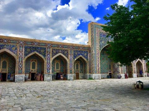 Innenhof der Ulugʻbek-Madrasa in Samarkand