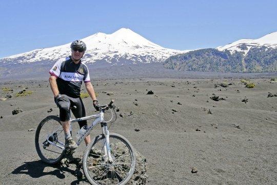 Chile Nordpatagonien Trail mit Vulkanblick