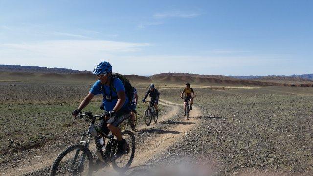 Mongolei-MTB-Biken-in-der-Steppe-Gruppe