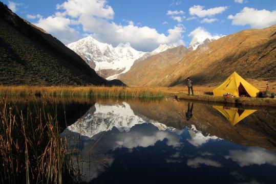 Peru Cordillera Huayhuash Zeltlager am See