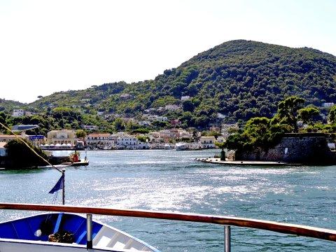 Ischia Einfahrt Faehre