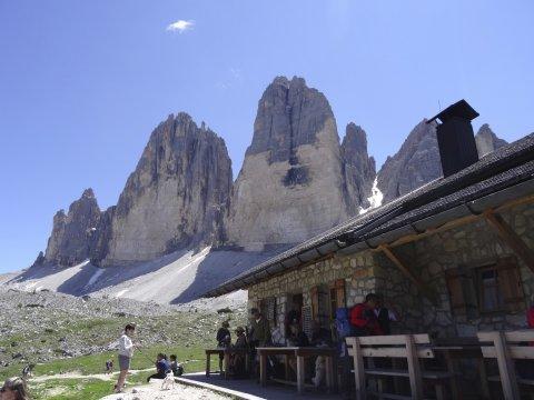 Berghütte vor den Drei Zinnen