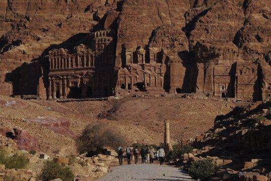 Wanderung zu den Koenigsgräbern von Petra 2