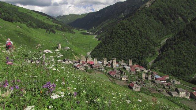 Das Dorf Adischi in Swanetien