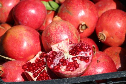 Granatäpfel auf dem Markt im Iran