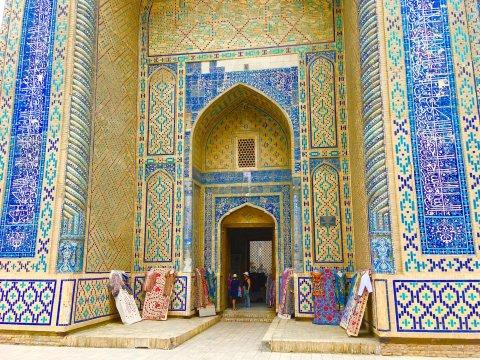 Verzierungen am Eingangsportal der Mir-Arab-Madrasa in Buchara