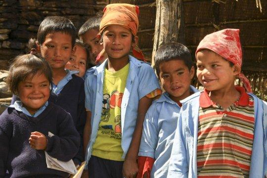 Gruppe nepalesischer Kinder