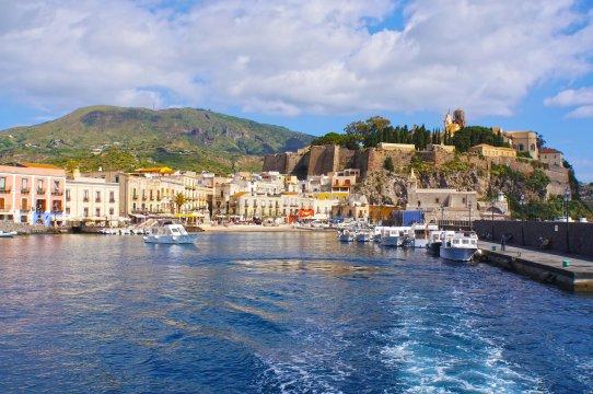 Italien - Der Hafen von Lipari
