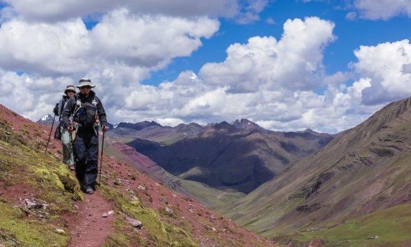 Llama trails Wanderer in Peru