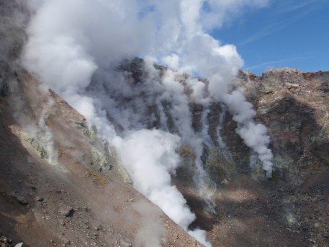 Russland - Kamtschatka - Mutnovsky am oberen Kraterrand