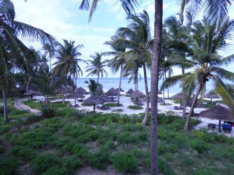 Tansania-Sansibar-Breezes-Ausblick-von-der-Terrasse-Strand
