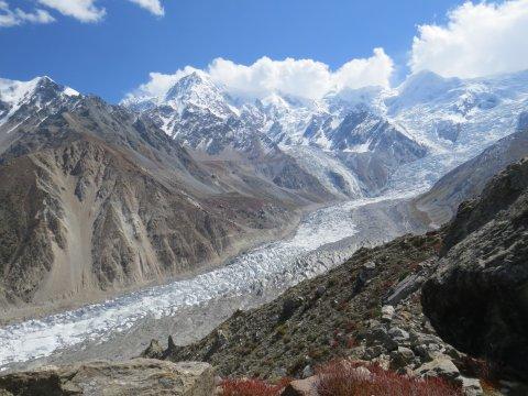 Blick auf den Raikot-Gletscher von der Märchenwiese aus