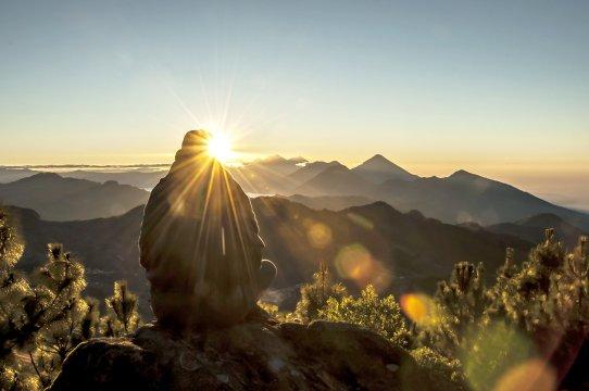 Sonnenaufgang mit Blick auf Lake Atitlan
