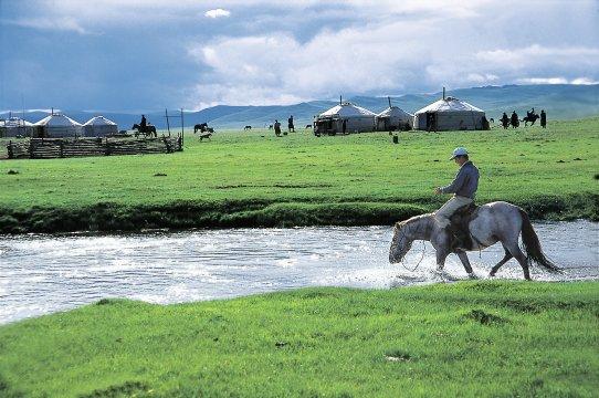 Jurtensiedlung in der Mongolei