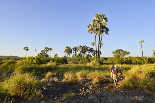 Hiker nahe der Palmwag Lodge_2