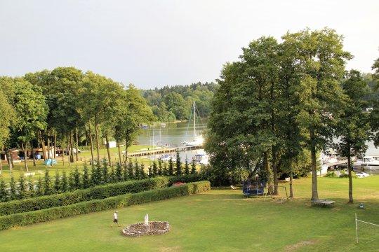 Hotelgarten am Kisajno-See