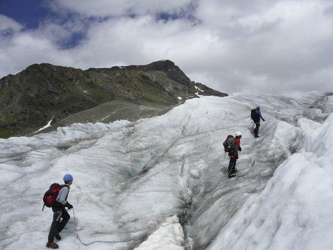 Seilschaft am Gletscher 2