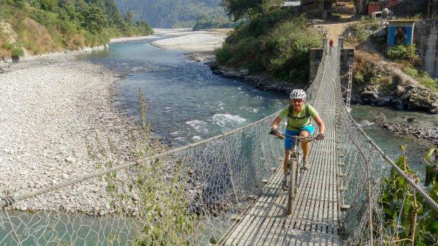 Nepal-MTB-Panorama-Hängebrücke