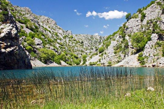 Bergblick am Fluss Krupa