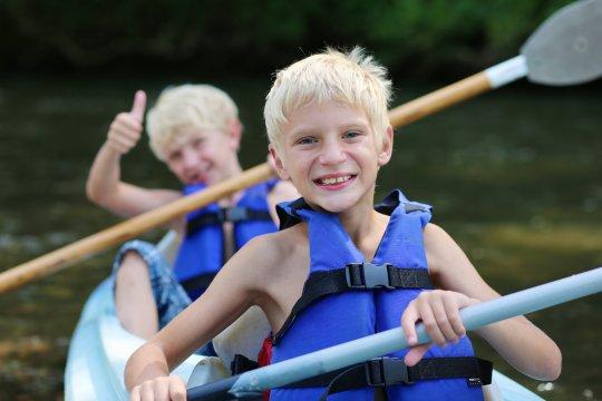 Kinder im Kanu 1
