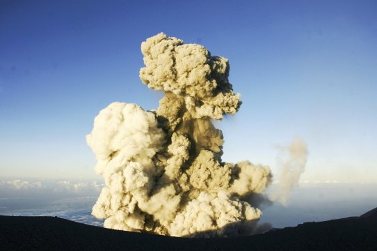 Java Semeru Eruption und Aschewolke