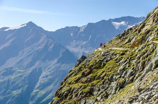Alpenüberquerung E5 Panorama Tiefenbach Ötztaler Alpen shutterstock_1183526740