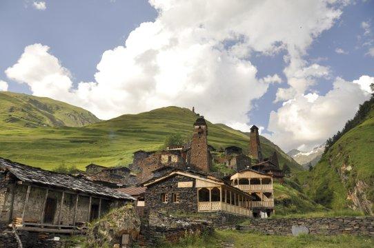 Das Dorf Dartlo mit seinen Wehrtürmen