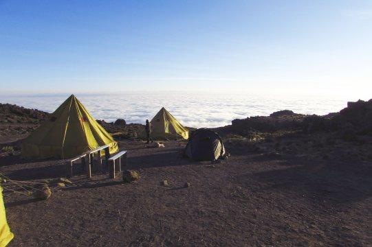 Camp am Kilimanjaro ueber den Wolken_2