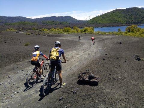 Chile-Biken-auf-Vulkanasche