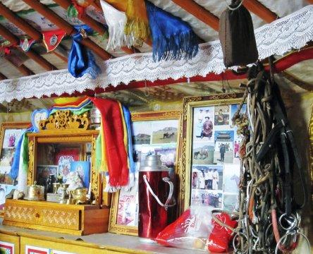 Hausaltar in einer mongolischen Jurte