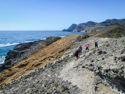 Wandern entlang der Buchten im Cabo de Gata Naturpark