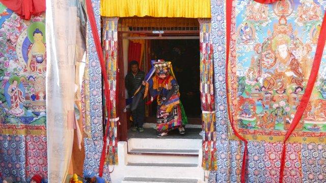 Maskentänzer beim Dev Nirtya Festival in der Gumba von Marpha