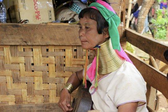 Begegnung mit Einheimischen im Pan Pet-Dorf bei Loikaw