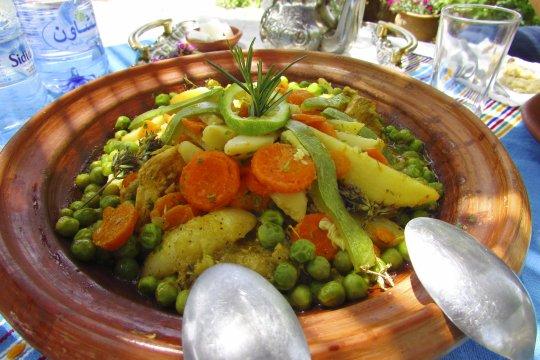 Tajine mit Huhn und Gemuese in Azilane im Gaestehaus Gite d etape