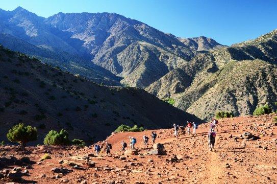 Wechselspiel der Farben beim Trekking im Hohen Atlas