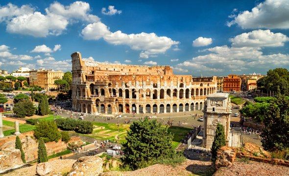 Italien - Blick auf das Kolosseum in Rom