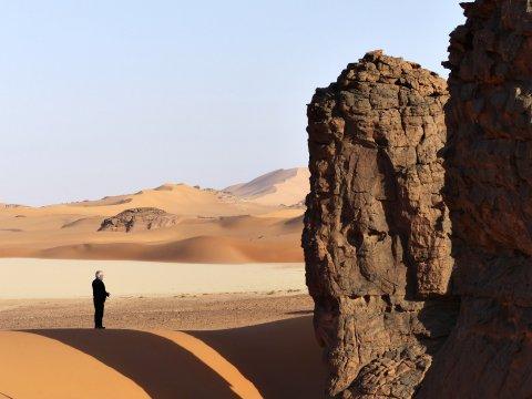 Wandern zwischen Felsriesen und Dünen