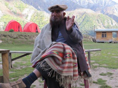 Hunza Mann auf der Märchenwiese